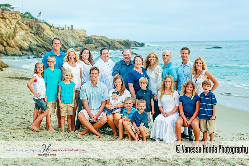 Extended Family portraits at Wood's Cove in Laguna Beach